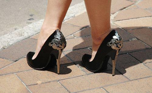 Металлический декор на каблук